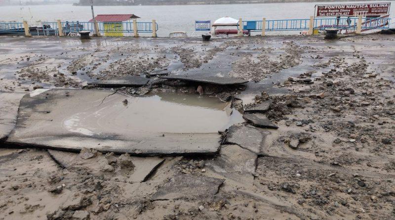 Tulcea: Conducta de apă care deservește strada Gării s-a spart din nou